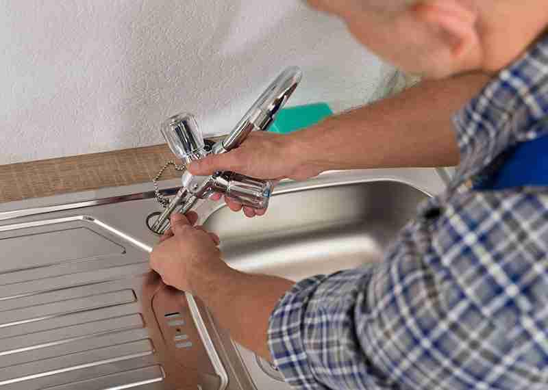 sostituzione rubinetto del lavandino