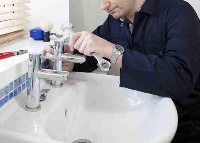 riparazione perdite acqua lavandino
