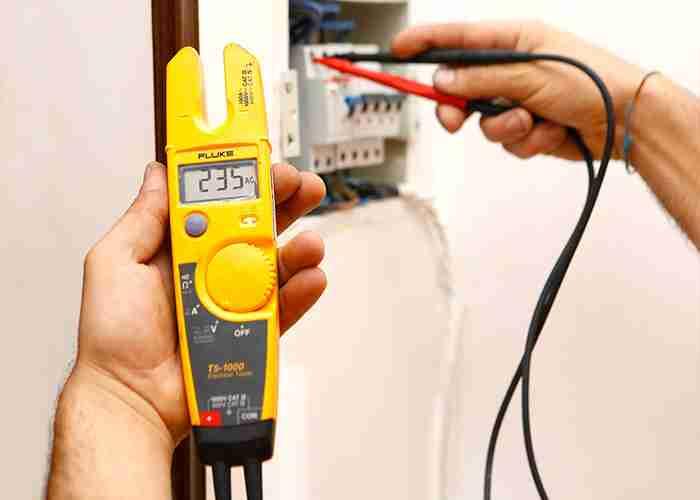 elettricista per controllo impianto Cernusco sul Naviglio