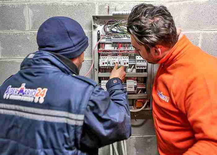 elettricista per manutenzione dell'impianto bollate