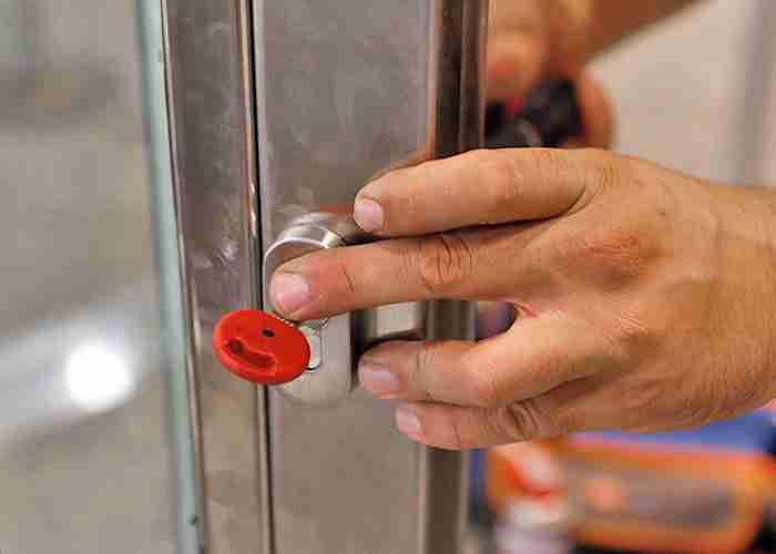 fabbro per riparazione serratura