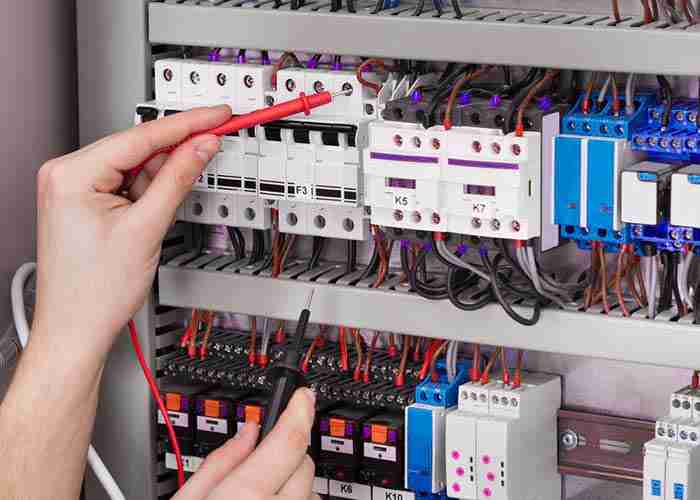 Manutenzione e riparazione di impianti elettrici e salvavita