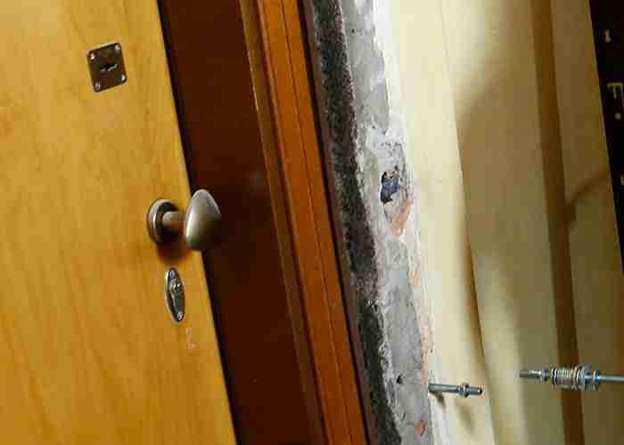 Cambio della porta blindata e sostituzione serratura doppia mappa con cilindro europeo