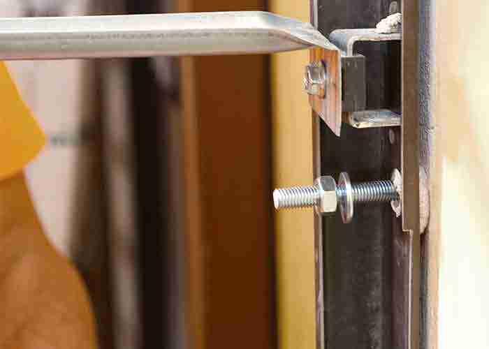 manutenzione e installazione di porte blindate