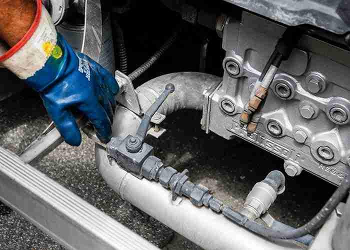 pompa dell'acqua per pulitura fossa biologica a san donato milanese