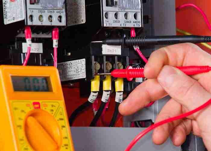supermario24 elettricista rileva tensione quadro elettrico