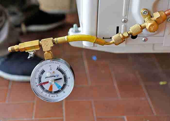 SuperMario24 effettua manutenzioni di climatizzatori e la prova di tenuta in pressione