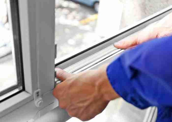 Tecnici esperti in manutenzione finestre