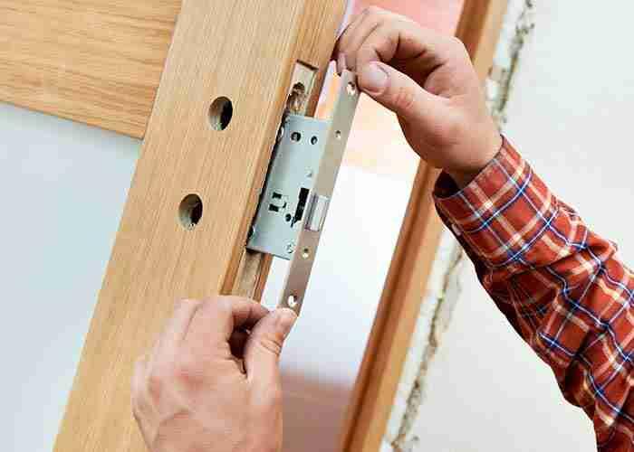 supermario24 sostituzione serratura porta in legno
