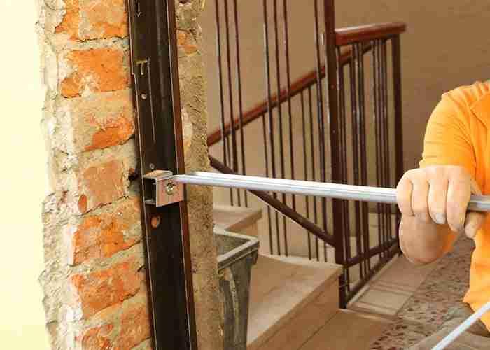 Installazione e riparazione delle porte blindate