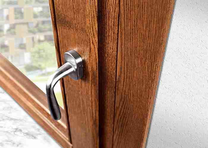 Riparazione di finestre legno per la casa