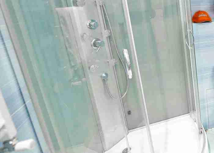 Servizio di montaggio box doccia