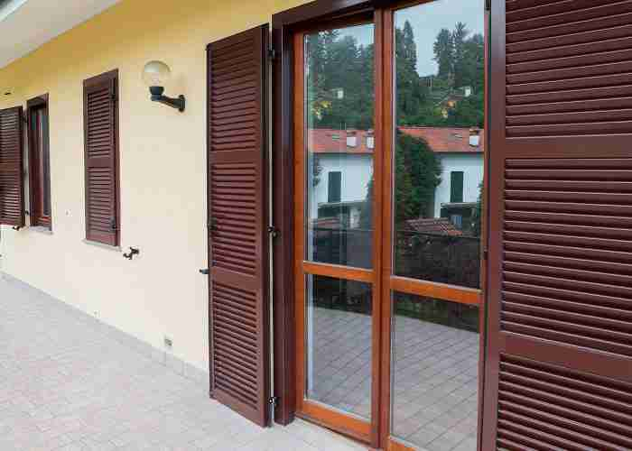 Servizio di installazione serramenti in legno